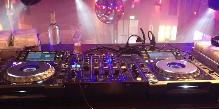 DJ oder lieber Band zur Hochzeit? Darauf musst du achten!
