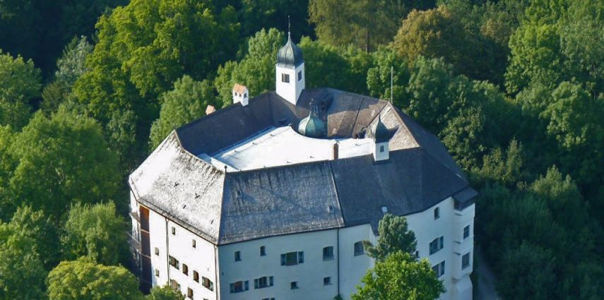 Schloss Amerang, nur 70 Kilometer vom Münchner Zentrum entfernt