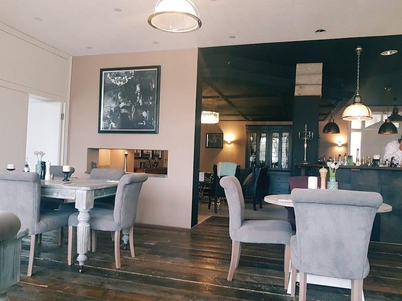 The Hamptons Bar & Grill 3