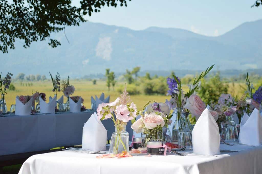 Traumhaft feiern in Bischoffs Haus am See vor der atemberaubenden Kulisse der bayerischen Alpen.