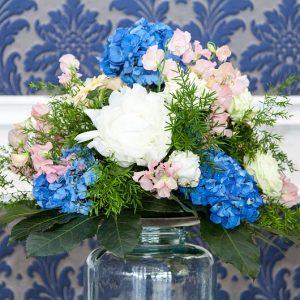 Perfekt arrangierter Blumenschmuck für den schönsten Tag im Leben...