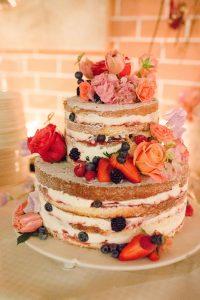 """Der so genannte """"Naked-Wedding-Cake"""" des LA-VILLA-Teams - natürlich hausgemacht"""